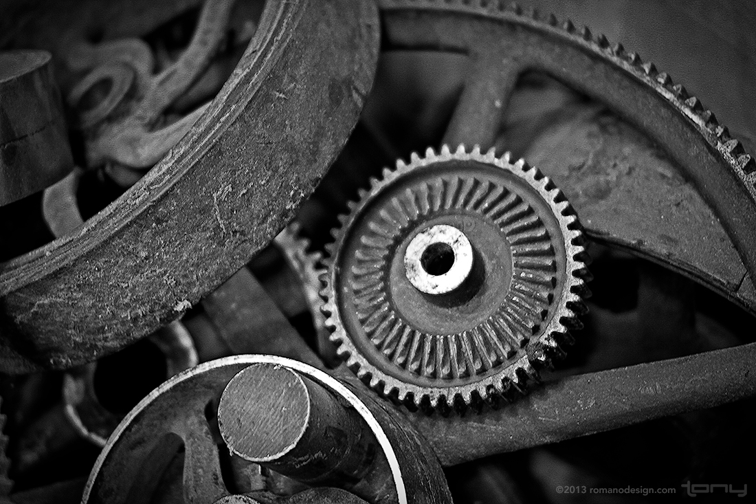 Displaying 16> Images For - Gears Black And White...